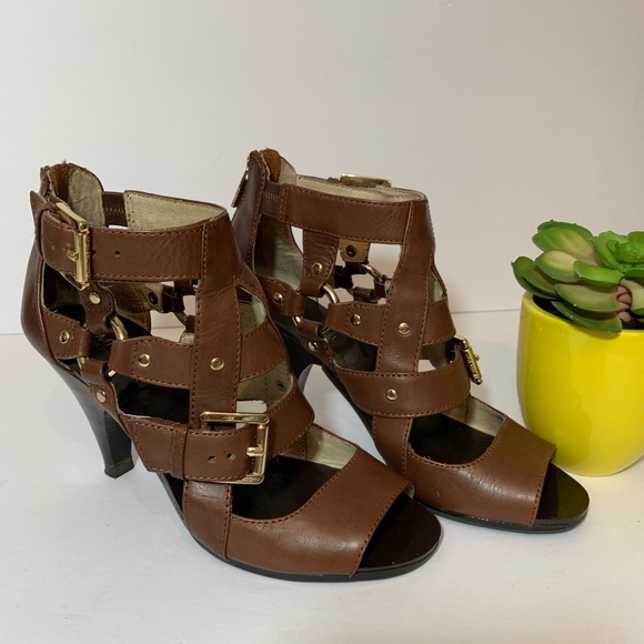 f967505737ee28 Michael Kors Brown Leather Sandals Size 7. M 5c38e795819e907f922e95c3